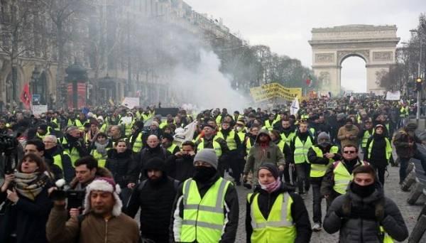 بالصور.. &#34السترات الصفراء&#34 في شوارع فرنسا للأسبوع الثالث عشر