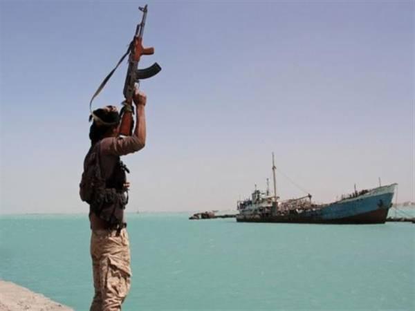 تحذيرات حكومية من خطر مليشيات الحوثي على الملاحة الدولية