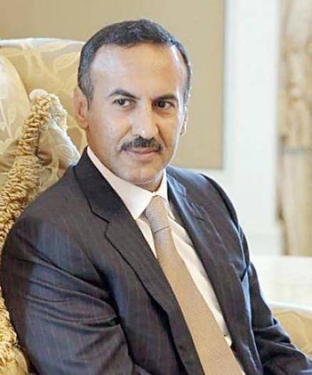 أحمد علي عبدالله صالح يُعزِّي في وفاة علي بن علي عبد الله السلال