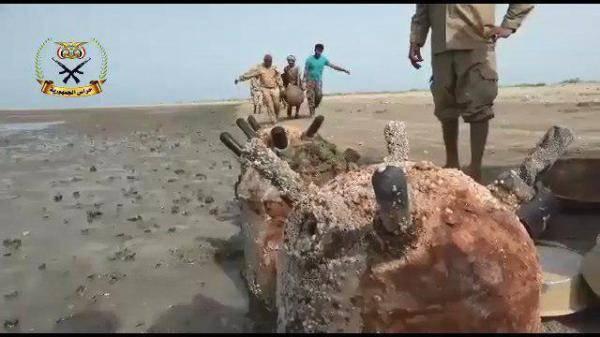 شاهد بالفيديو.. كيف تخلصت المقاومة المشتركة من الألغام البحرية التي خلفتها المليشيا في سواحل الحديدة..!