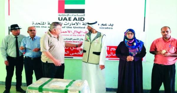 الهلال الإماراتي يقدم مساعدات طبية لمواجهة حمى الضنك في عدن