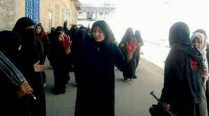 السجن والاقصاء وتحمل أعباء الحرب.. النساء اكثر الضحايا للمليشيات الحوثية في اليمن
