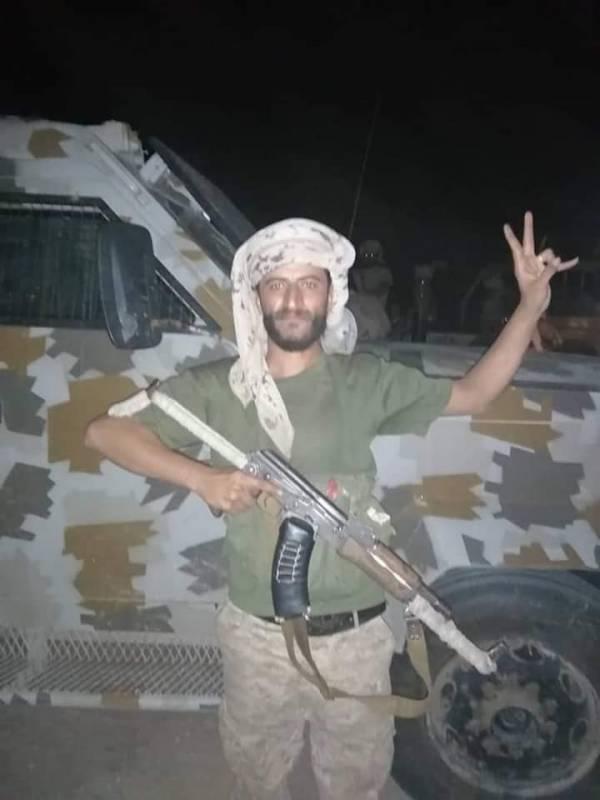 محلل سياسي يكشف سر انهيار قوات هادي خلال ساعات ولماذا تمكن الانتقالي من السيطرة الكاملة في نصف يوم..! – (تفاصيل مفاجئة)