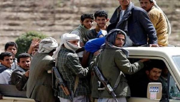 بالاسم.. مصرع قيادي حوثي بارز و15 من مرافقيه في غارات لطيران التحالف بالحديدة (تفاصيل)