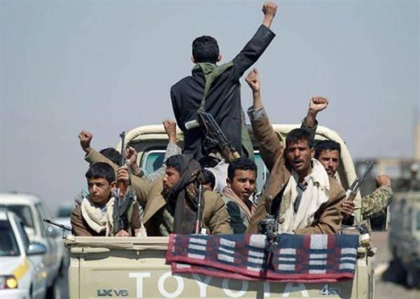 لهذه الأسباب.. فرار عشرات المسلحين الحوثيين من جبهة الساحل الغربي إلى مناطقهم بعد بيع أسلحتهم وذخائرهم..!؟ - (أسماء وتفاصيل)