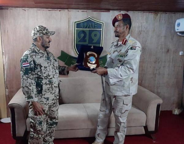 قائد المقاومة الوطنية العميد طارق صالح  يكرم قوات الأشاوس السودانية بعد استكمال مهامها في اليمن