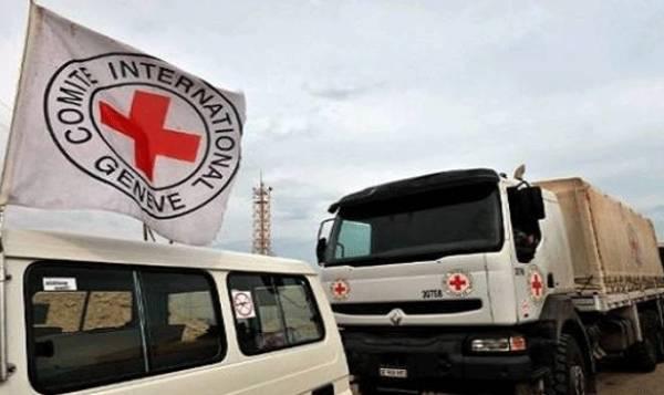 الصليب الاحمر الدولي يغيث النازحين في مأرب  بـ 5 الاف سلة غذائية