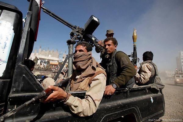 دون مقدمات.. مليشيا الحوثي تطلق الرصاص على حافلة وتقتل امرأة وجرح أخرى بمحافظة البيضاء