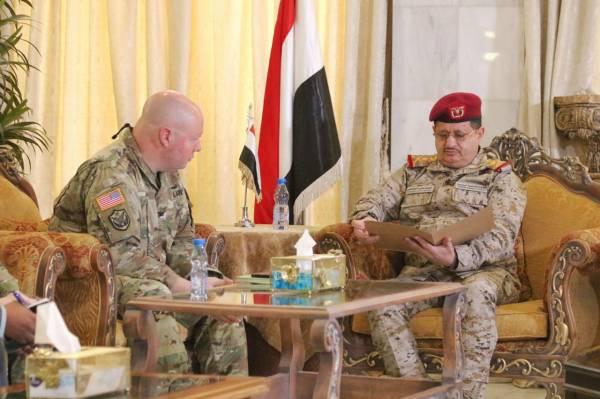 الملحق العسكري الأمريكي: استهداف قيادة الجيش بالعند تقوض عملية السلام في اليمن