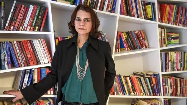 كاتبة تركية: حكومة أردوغان تخنق الأصوات في البلاد