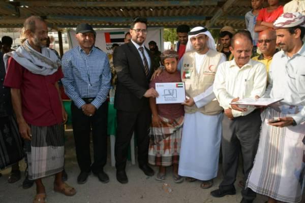 الهلال الإماراتي يوزع قوارب صيد لأسر الشهداء وذوي الاحتياجات الخاصة بعدن