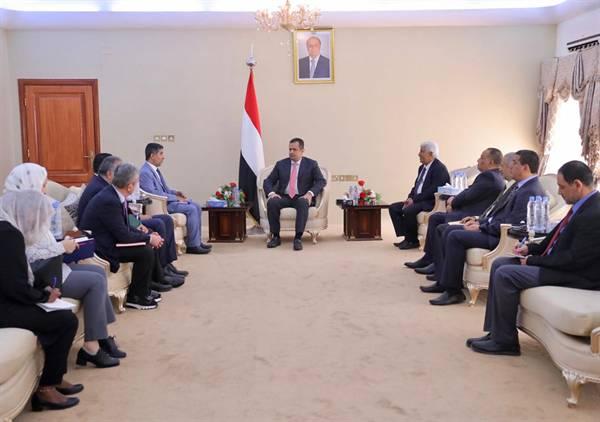 رئيس الحكومة &#34معين عبدالملك&#34 يعلن صرف مرتبات العاملين في قطاع الصحة بكافة محافظات اليمن في هذا الموعد..!