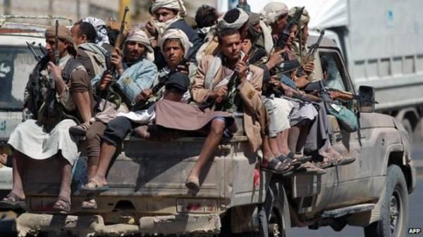 الحوثيون يستغلون فاقة بعض الأسر في الحديدة لأخذ أبنائهم إلى الجبهات