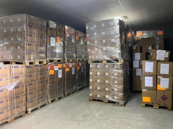 وزارة الصحة اليمنية تتلقى أجهزة وسيارات إسعاف وعربات ومستلزمات طبية لمواجهة كورونا