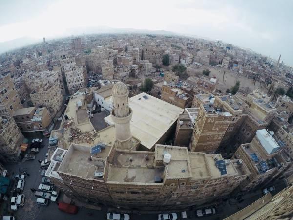 الحوثيون للشعب اليمني.. العلاج في المستشفيات لمقاتلينا فقط