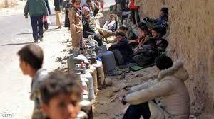 طلاب المدارس الأكثر حضوراً في طوابير الغاز بشوارع صنعاء