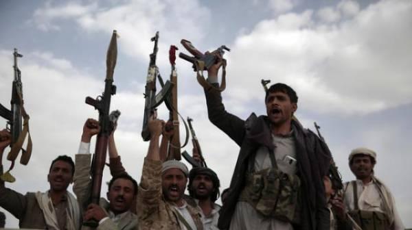 هيومن رايتس: الحوثيون ينتهكون قوانين الحرب