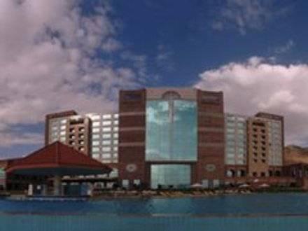 الحوثي يسعى للاستحواذ على أكبر فندق في اليمن والعاصمة