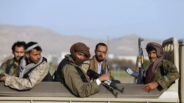 الميليشيات تنقل معتقلين من البحث لسجون سرية وتداهم منازل بصنعاء