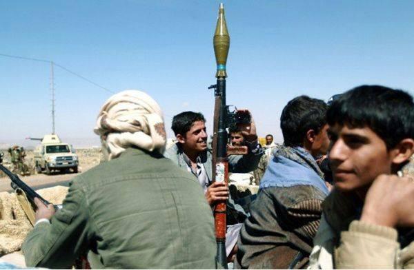 ترفض صرف المرتبات.. الميليشيا الحوثية تبدي استعدادها لشراء أسلحة روسية وايرانية