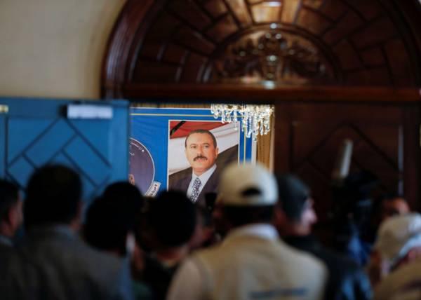 """""""ناشيونال انترست"""" الامريكية: منذ اغتيالهم الرئيس صالح.. الحوثيون ينتحرون سياسيا وعسكريا واقتصاديا (ترجمة خاصة)"""