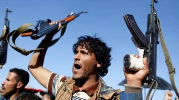لتغطية هزائم المليشيات.. قناة &#34المسيرة&#34 الحوثية تعرض مشاهد قديمة على أنها لمعارك بجوار معسكر خالد