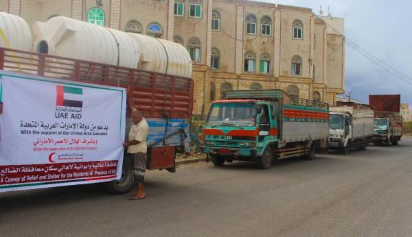 هلال الامارات يمد نازحي الضالع بمساعدات اغاثية وايوائية.. (صور)