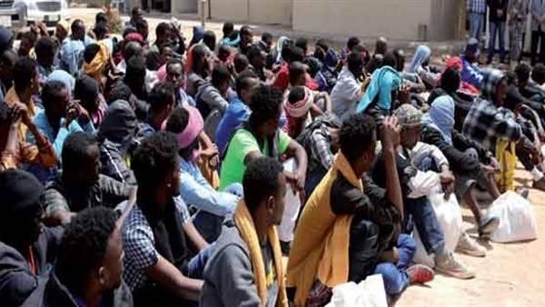 الحكومة ترحل 650 مهاجرا غير شرعيا عبر مطار عدن