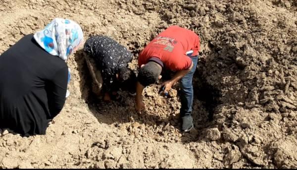 اللجنة الوطنية للتحقيق تطلع على الاضرار التي خلفتها مقذوفات المليشيات الحوثية على قرية القرضين بتعز