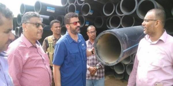 مؤسسة مياه عدن تتسلم من (UNOPS) معدات شفط مجاري ومياه السيول