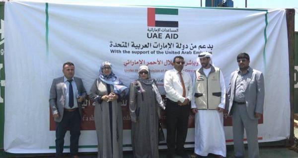 ميناء عدن يستقبل شحنة أدوية دعماً من دولة الإمارات للمحافظات المحررة