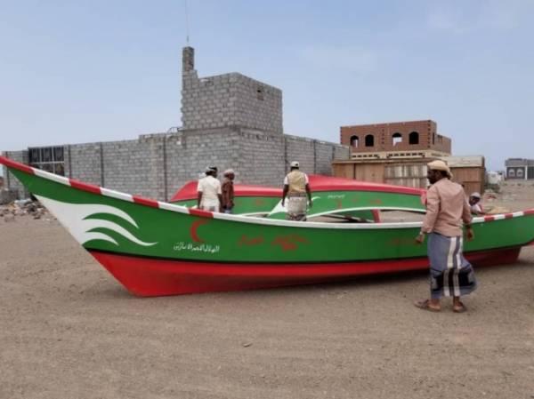 هلال الامارات يوزع 5 قوارب صيد مع المحركات لأبناء جزيرة ميون