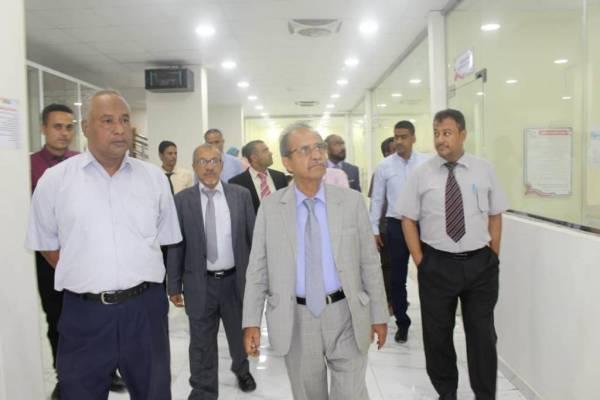 وزير التعليم العالي يزور جامعة الريادة ويشيد بإمكانياتها وتجهيزاتها الحديثة والتزامها بمعايير الجودة