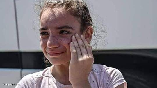 """دموع الترحيل """"الطوعي"""".. طفلة سورية تثير الغضب ضد الأتراك"""
