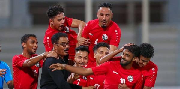 اللاعب اليمني محسن قراوي يفوز بأجمل هدف في تصفيات آسيا..!