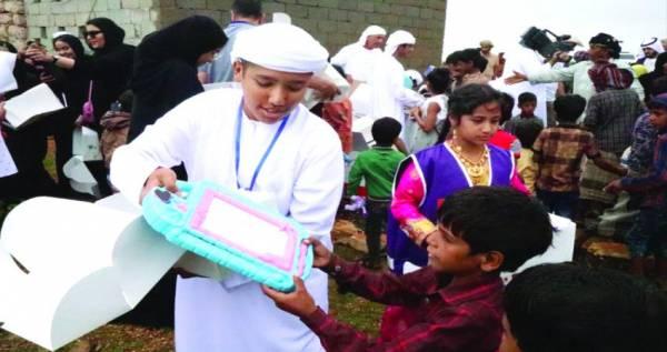 الإمارات توزّع 11 طناً من الألعاب والهدايا والقرطاسية على أطفال جزيرة سقطرى