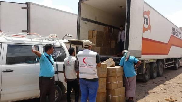 أبين: الهلال الإماراتي يقدم شحنة أدوية لمستشفى الرازي
