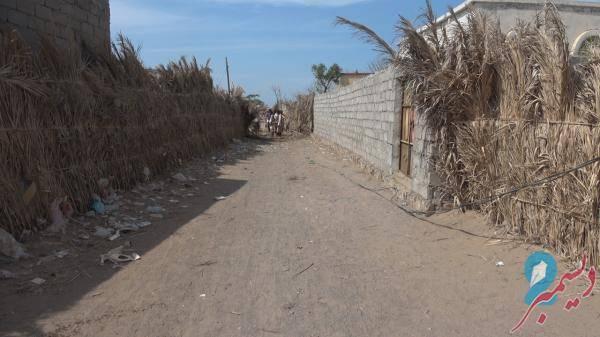 مليشيات الحوثي الإرهابية تقصف بصاروخين قرية في الساحل الغربي وتدمر منزلاً