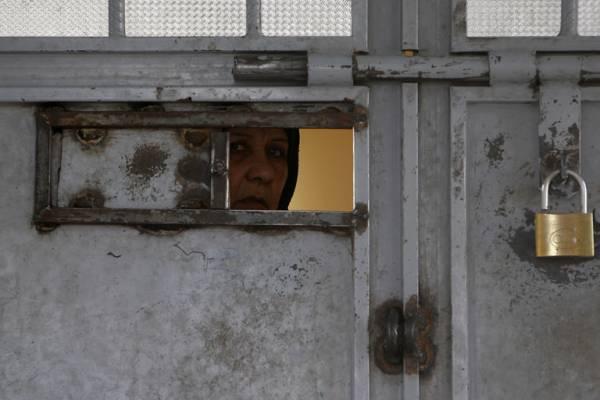 إيران..اعتقال ناشطات واقتيادهن إلى &#34السجن المشين&#34