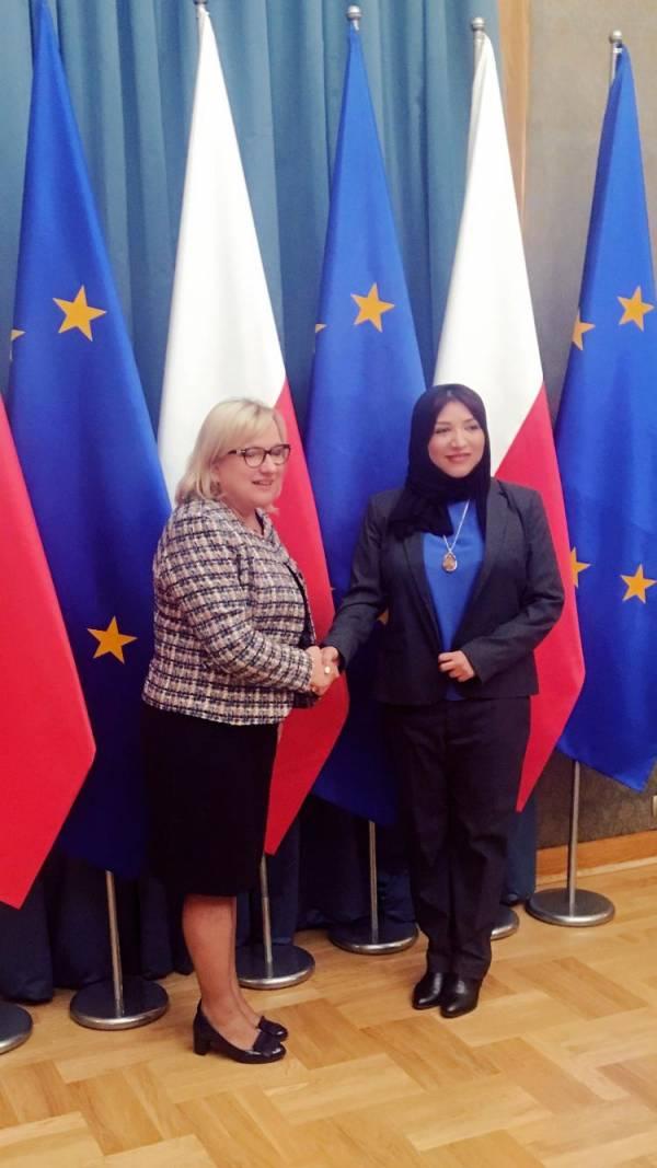سفيرة اليمن في بولندا تلتقي وزيرة الشئون الانسانية البولندية