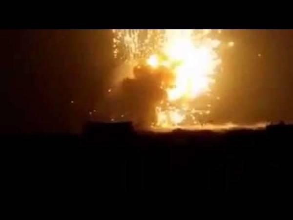 شاهد أول فيديو للانفجارات والحرائق الهائلة التي اندلعت فجر اليوم في حيس بالحديدة ومن يقف وراءها؟