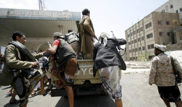 صحيفة تكشف عن التهديد القوي الذي أجبر الحوثيين على إعلان الانسحاب من الحديدة.. تفاصيل