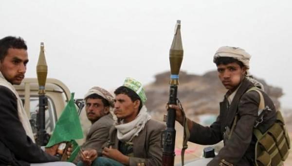 وزير في حكومة الشرعية يكشف عن احتجاز مليشيا الحوثي 72 شاحنة إغاثية تابعة للأمم المتحدة في هذه المحافظة..!