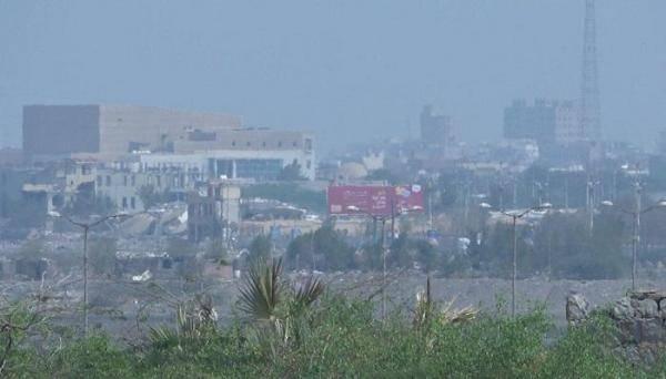المليشيات الحوثية تقصف الدريهمي بقذائف (B10)