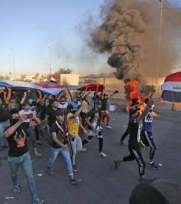 """العراق.. إصابة متظاهرين بـ""""طعنات مجهولة"""" في كربلاء"""