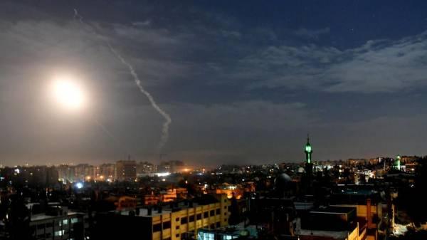 21 قتيلاً بينهم إيرانيون في القصف الإسرائيلي قرب دمشق