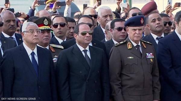 جنازة عسكرية لمبارك.. والسيسي يتقدم المشيعين