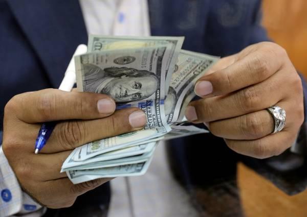 الدولار والسعودي يواصلان الصعود أمام الريال..أسعار الصرف اليوم