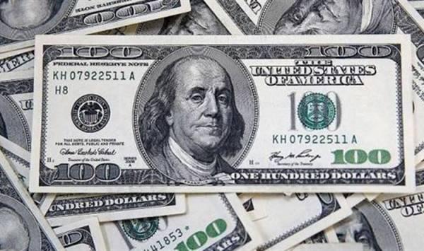 لأول مرة.. تراجع بشكل مفاجئ للدولار في هذه الدولة العربية
