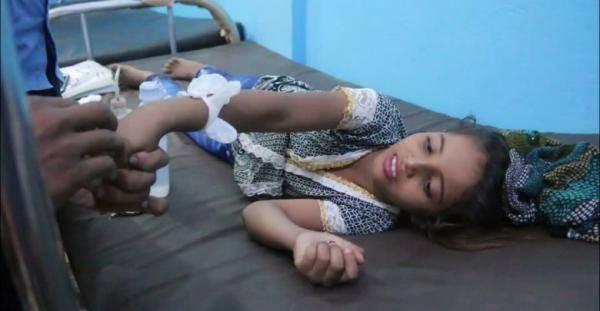 """الطفلة """"زهور"""".. ضحية أخرى لرصاص وقصف مليشيا الحوثي العشوائي على الأحياء السكنية في مدينة حيس"""